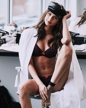 Lirio nude bruna Model Crush: