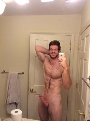 nude male selfie