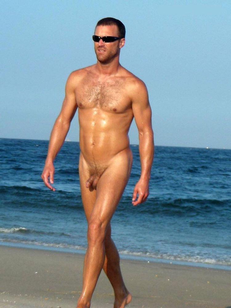 Flagra de machos dotados e gostosos em praias de nudismo - D