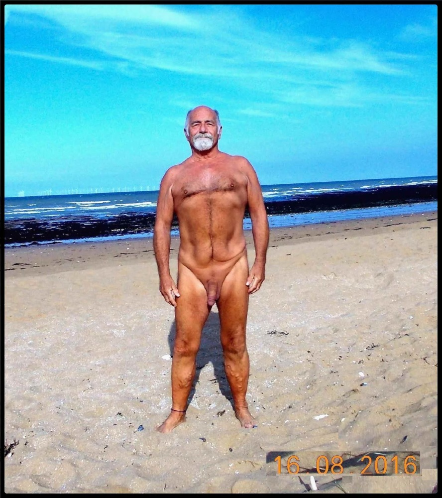 nudist guy in Kent: February 2018