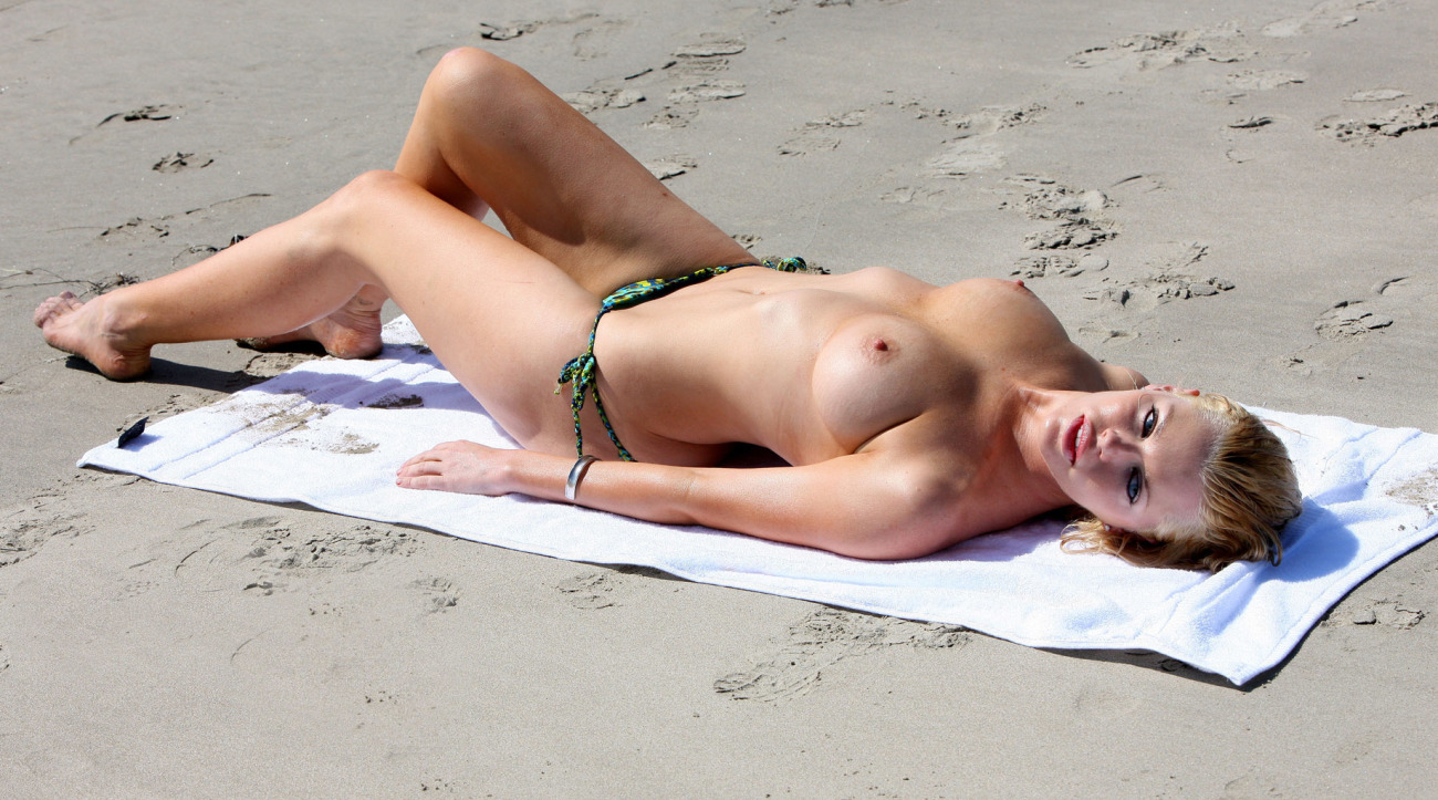 Celebrity Nudity 2011 Week 18 Roundup picture 201 ori